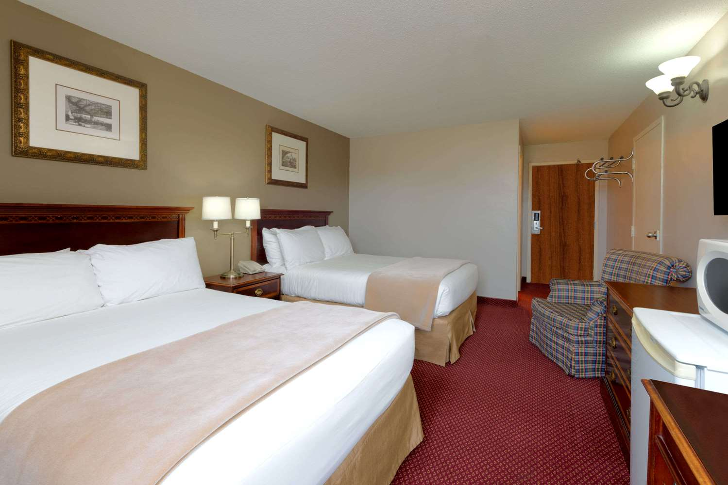 Room - Super 8 Hotel Chatham