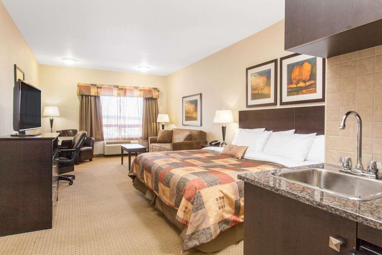 Suite - Ramada Inn Pincher Creek