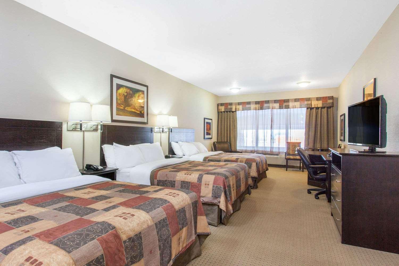 Room - Ramada Inn Pincher Creek