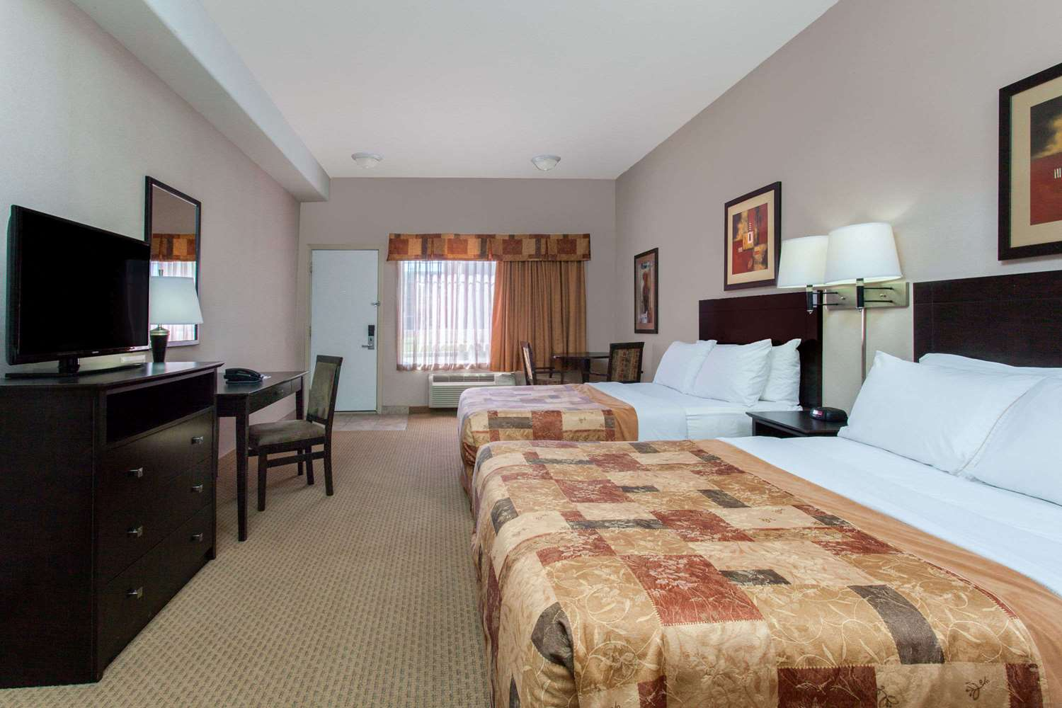 Room - Ramada Inn Brooks