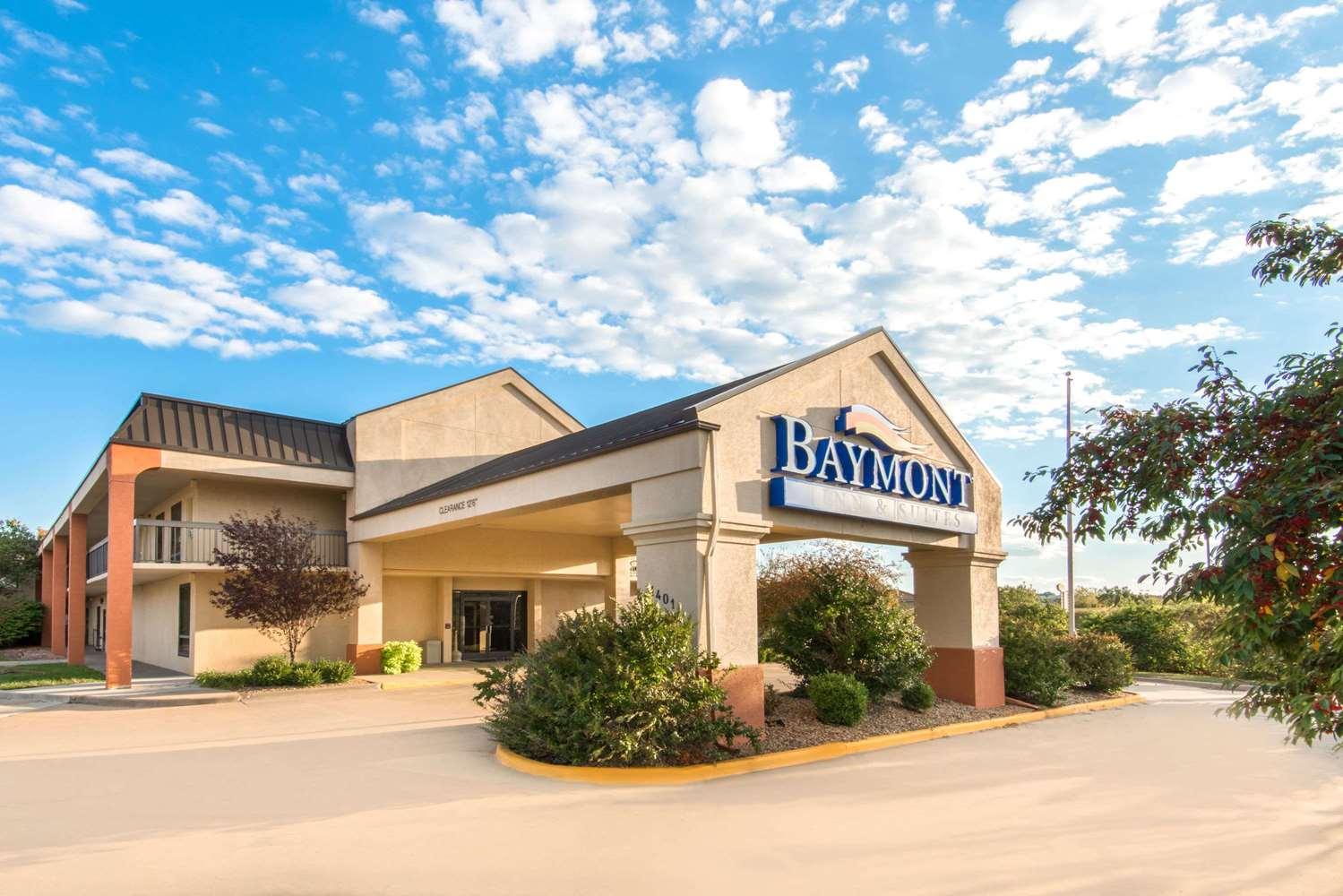 Exterior view - Baymont Inn & Suites Topeka