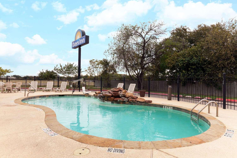Pool - Days Inn Palo Alto San Antonio
