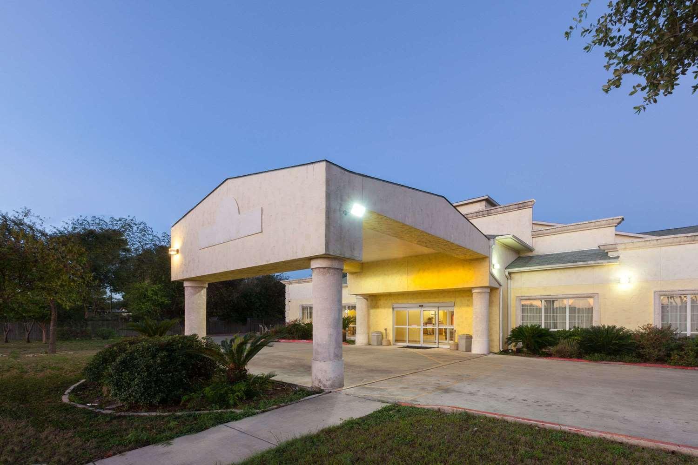 Exterior view - Days Inn Palo Alto San Antonio
