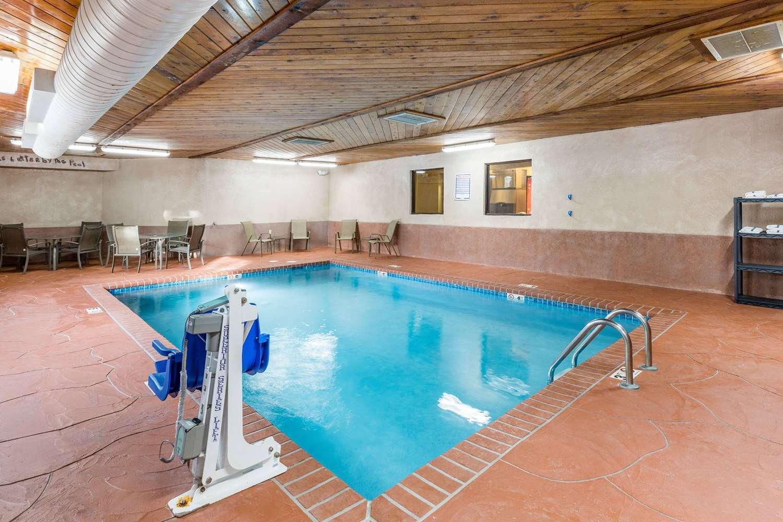 Pool - Super 8 Hotel Urbandale
