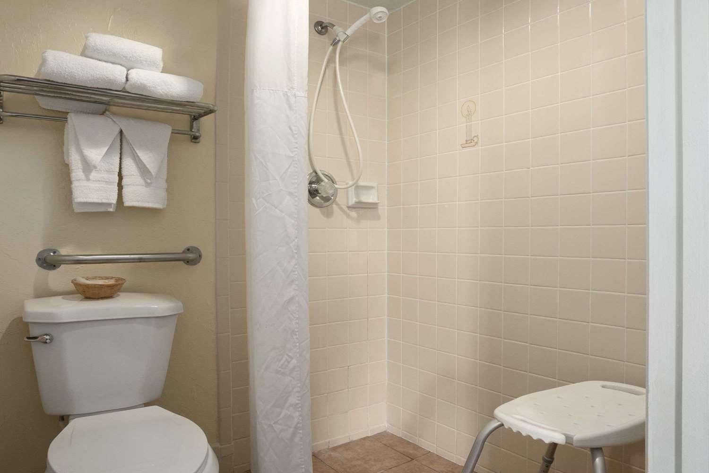 Room - Days Inn Tucson