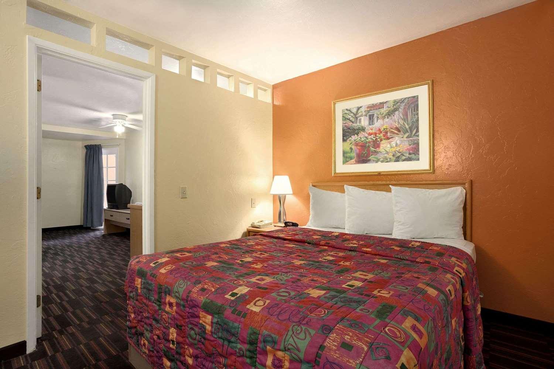 Suite - Days Inn Tucson