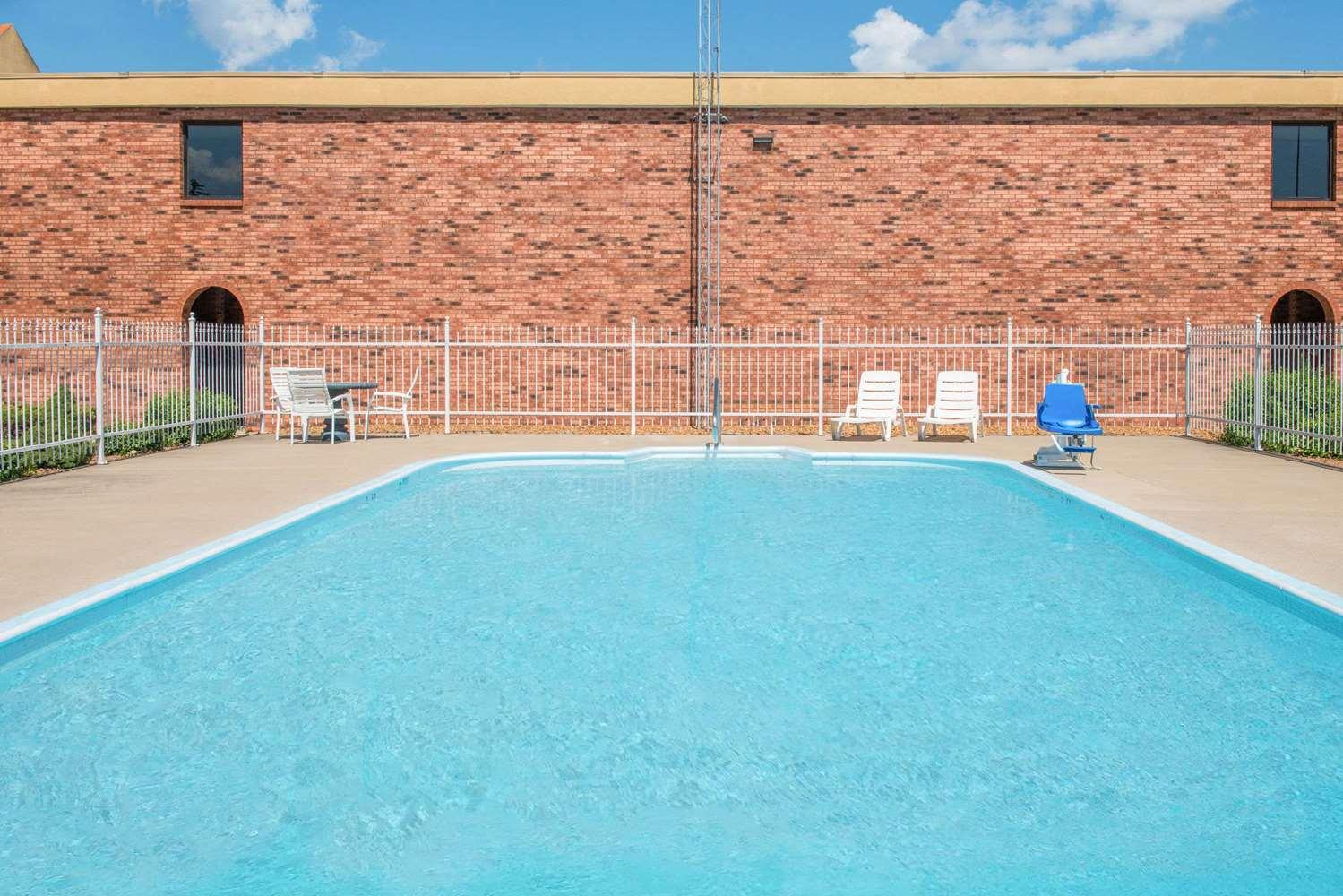 Pool - Days Inn Calvert City