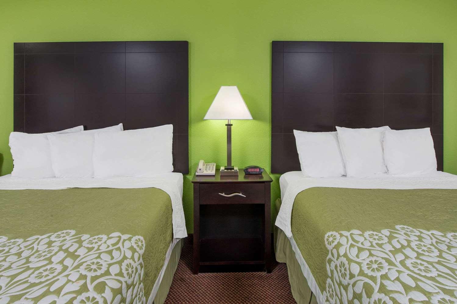 Room - Days Inn Calvert City