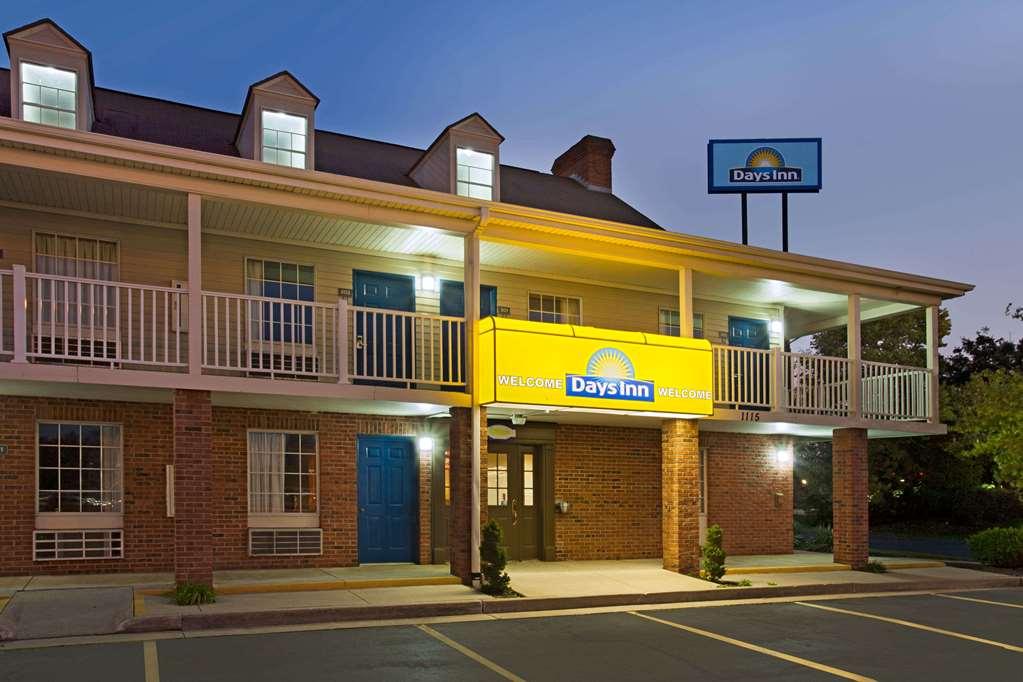 Days Inn By Wyndham Auburn Hotel