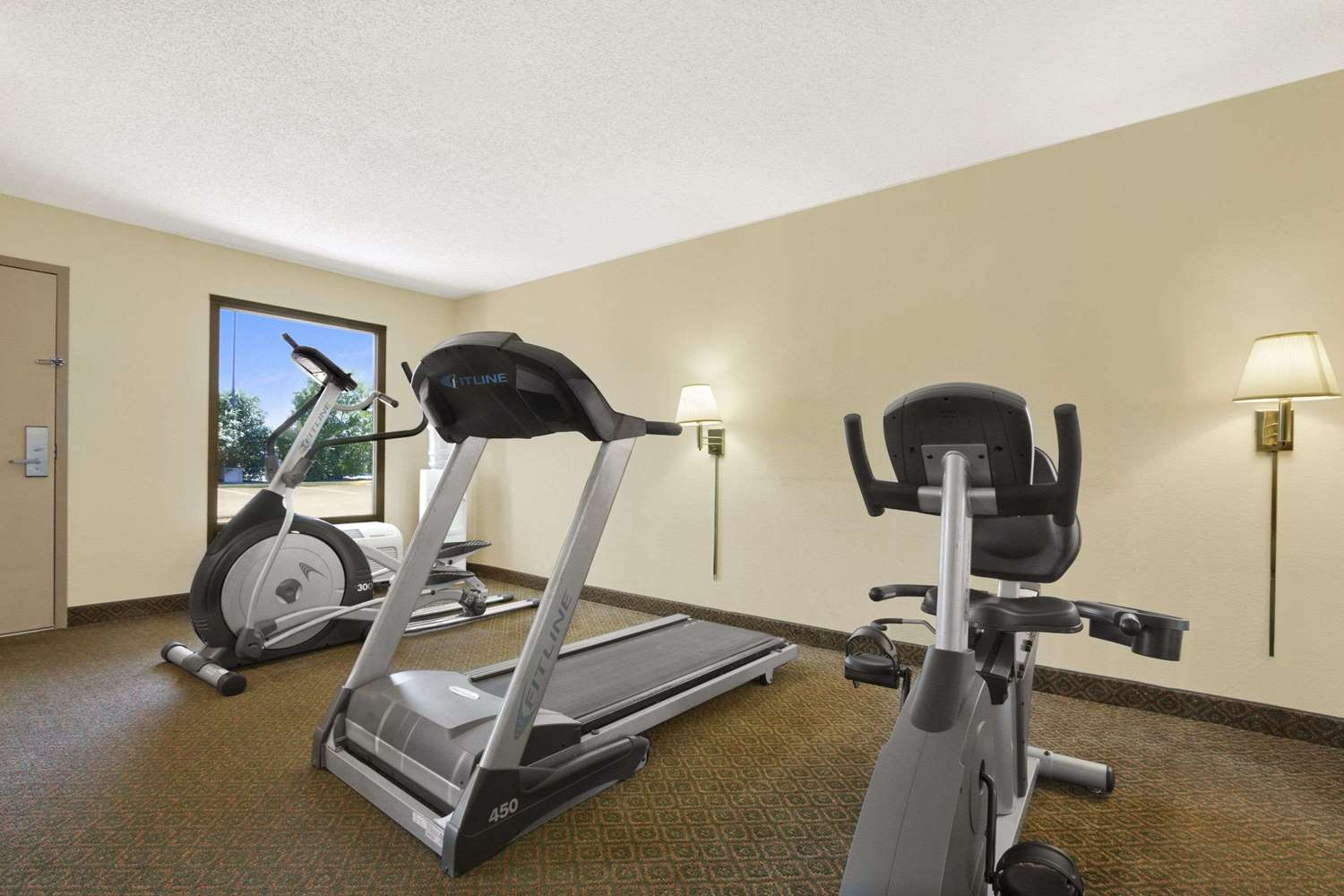 Fitness/ Exercise Room - Super 8 Hotel Oxford