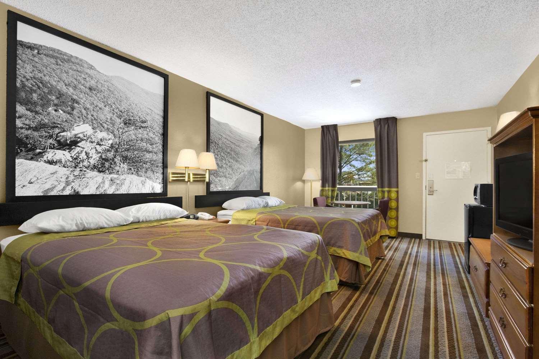 Room - Super 8 Hotel Oxford