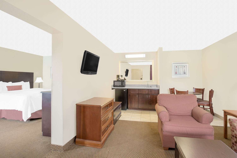 Suite - Baymont Inn & Suites Greenville