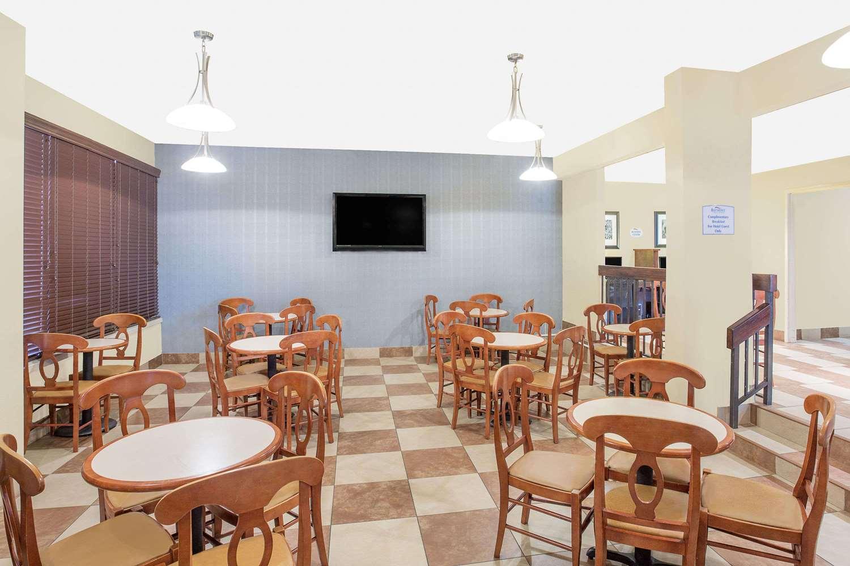 Lobby - Baymont Inn & Suites Greenville