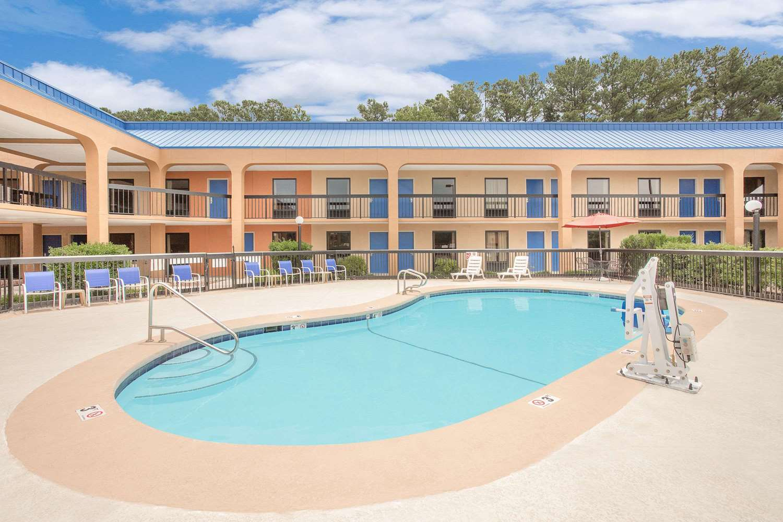 Pool - Baymont Inn & Suites Greenville