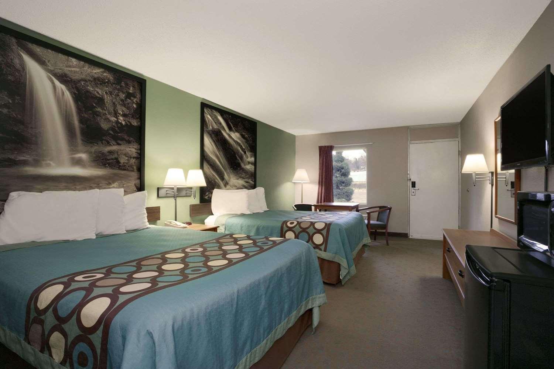 Room - Super 8 Hotel Kingsport