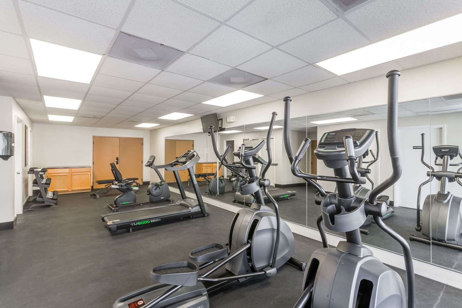 Fitness/ Exercise Room - Days Inn & Suites Clermont