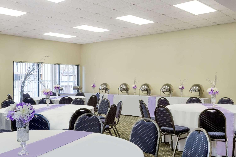 Ballroom - Days Inn & Suites Clermont