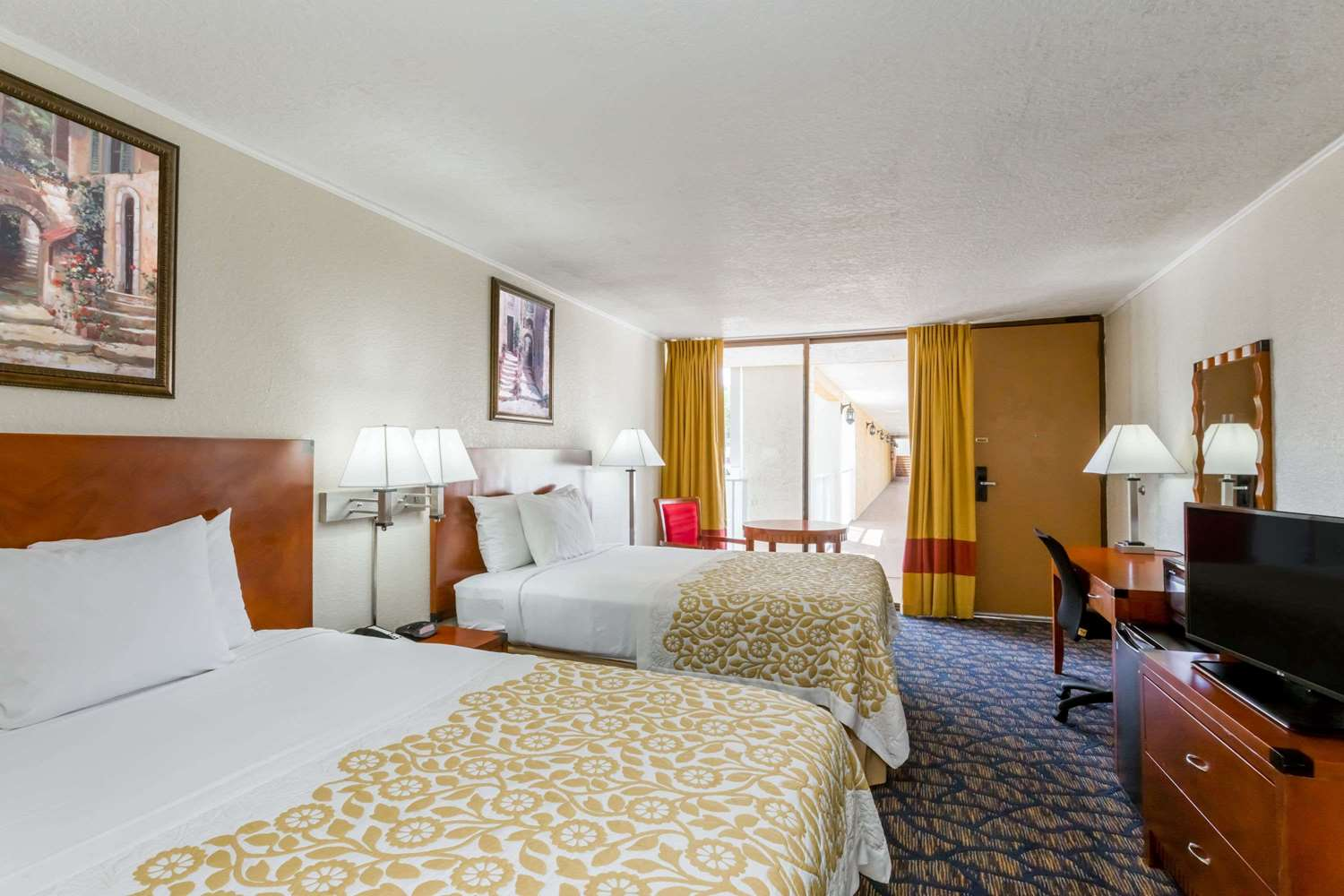 Room - Days Inn & Suites Clermont
