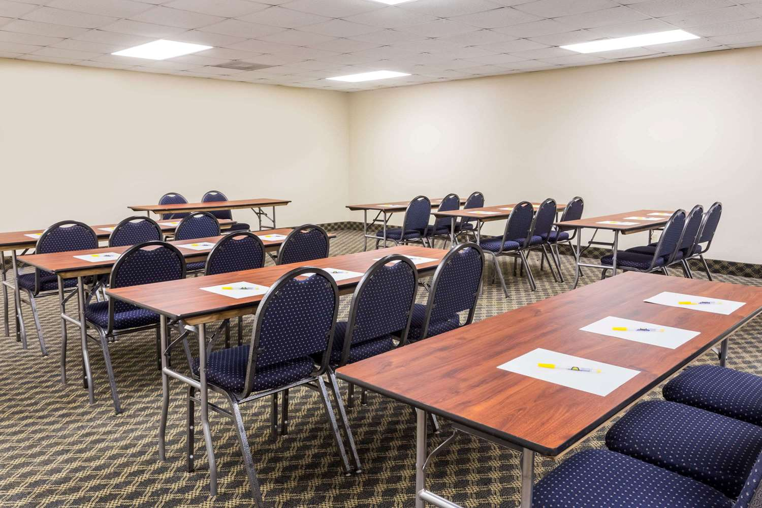 Meeting Facilities - Days Inn & Suites Clermont