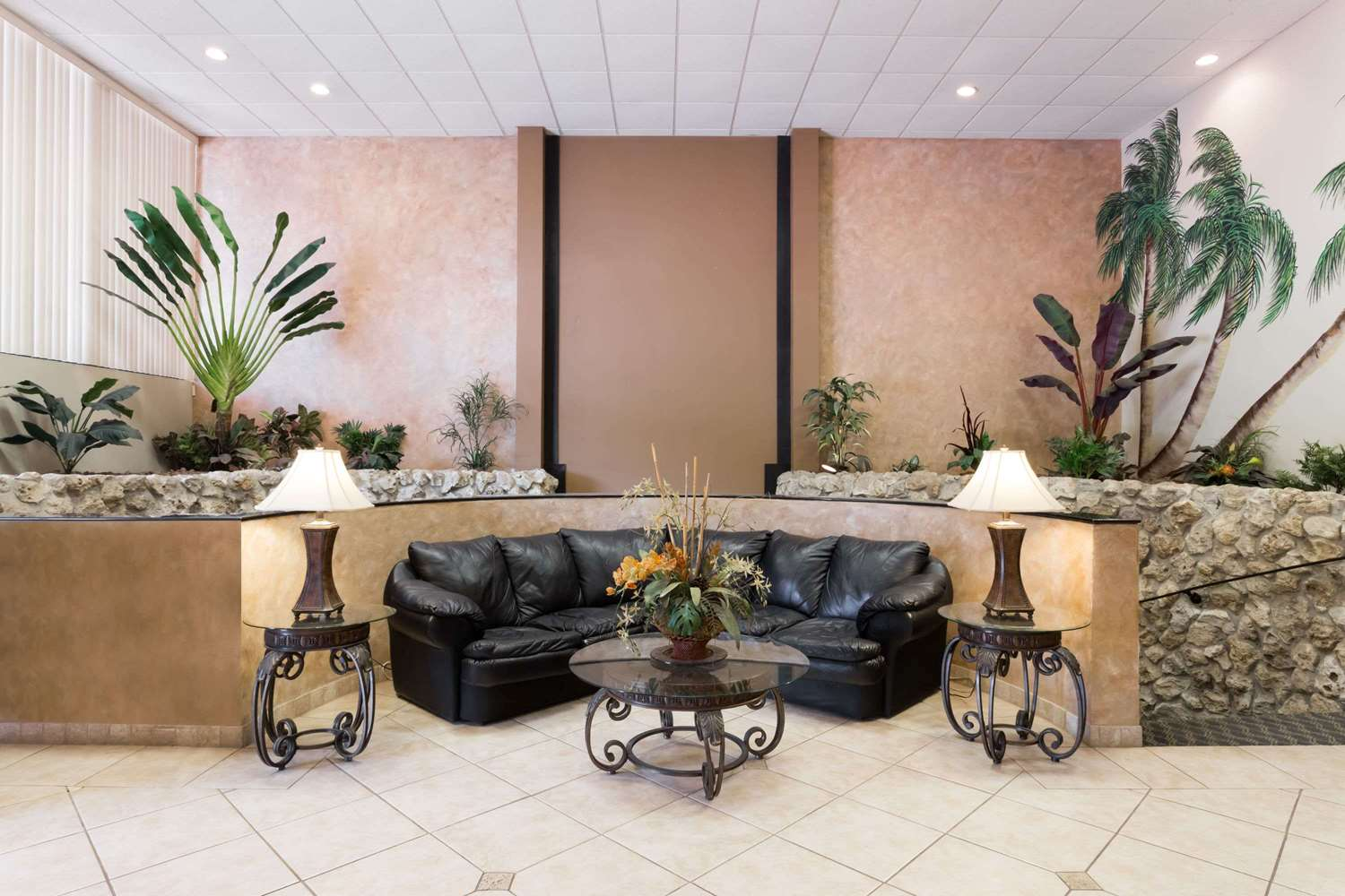 Lobby - Days Inn & Suites Clermont