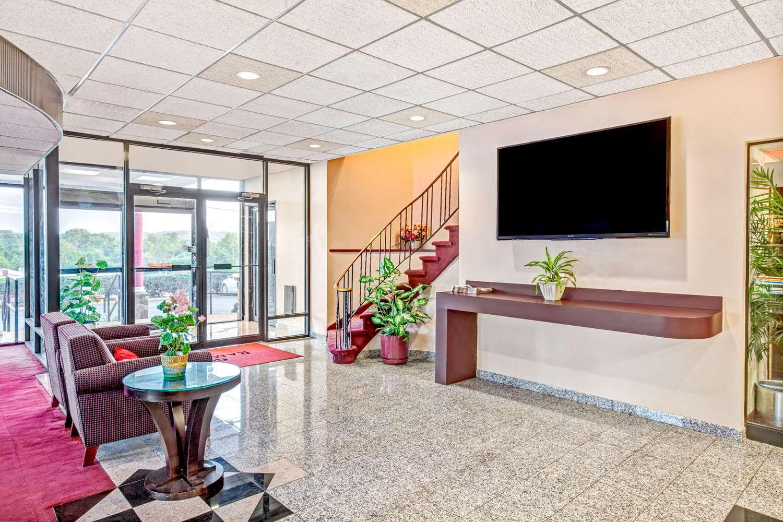 Lobby - Ramada Inn Rockaway