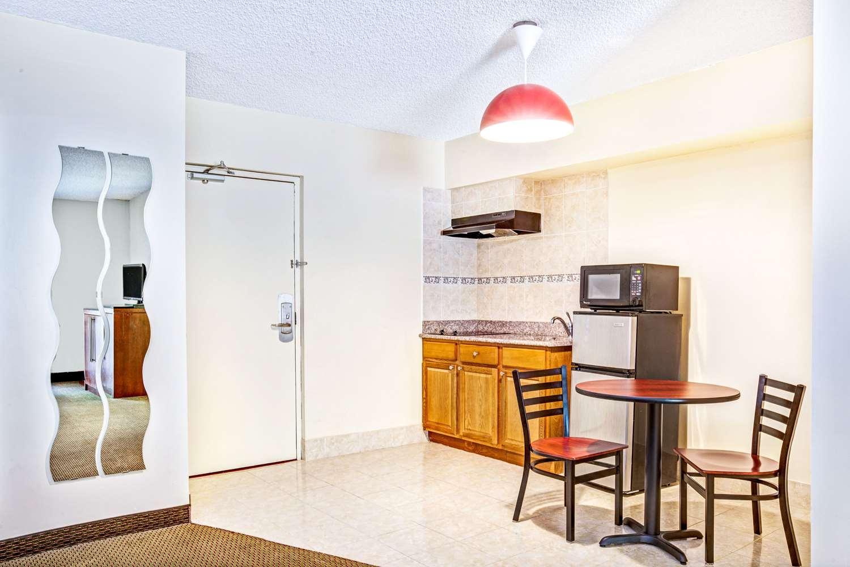 Room - Ramada Inn Rockaway