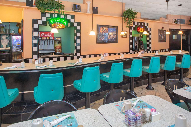 Restaurant - Days Hotel Thunderbird Beach Resort Sunny Isles