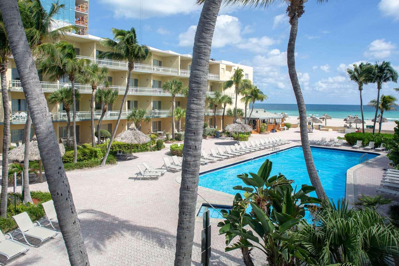 Pool - Days Hotel Thunderbird Beach Resort Sunny Isles