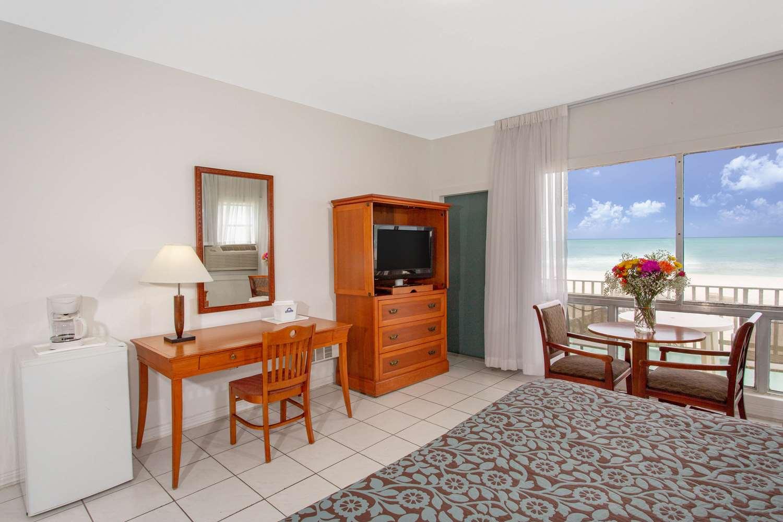 Suite - Days Hotel Thunderbird Beach Resort Sunny Isles