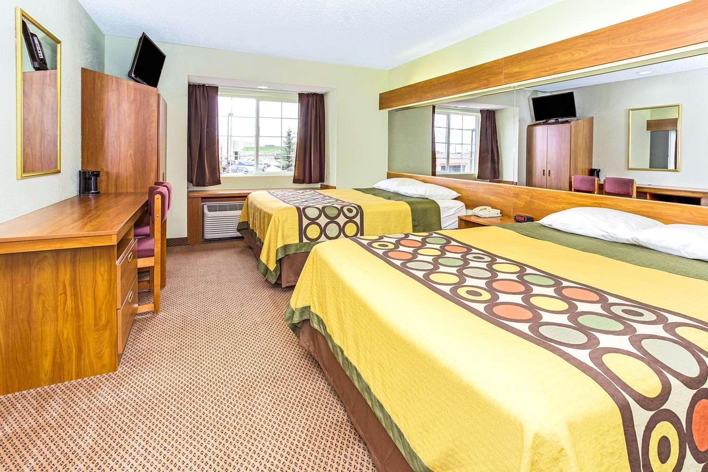Suite - Super 8 Hotel Parker