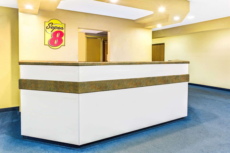 Lobby - Super 8 Hotel Parker