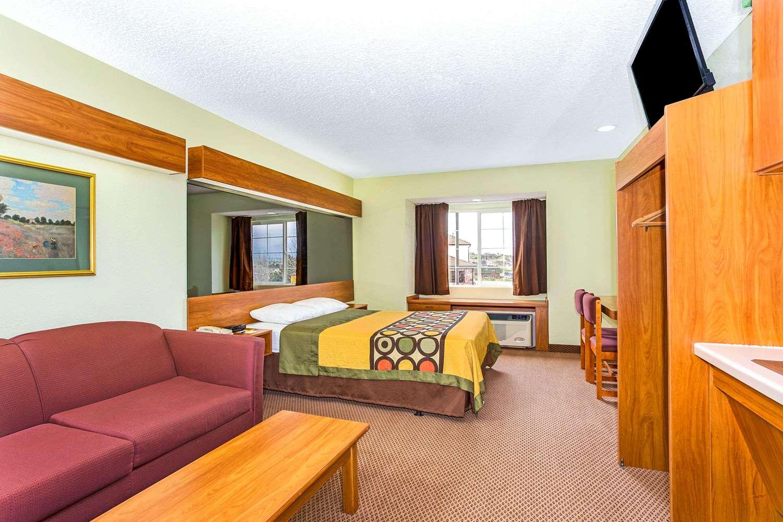 Room - Super 8 Hotel Parker