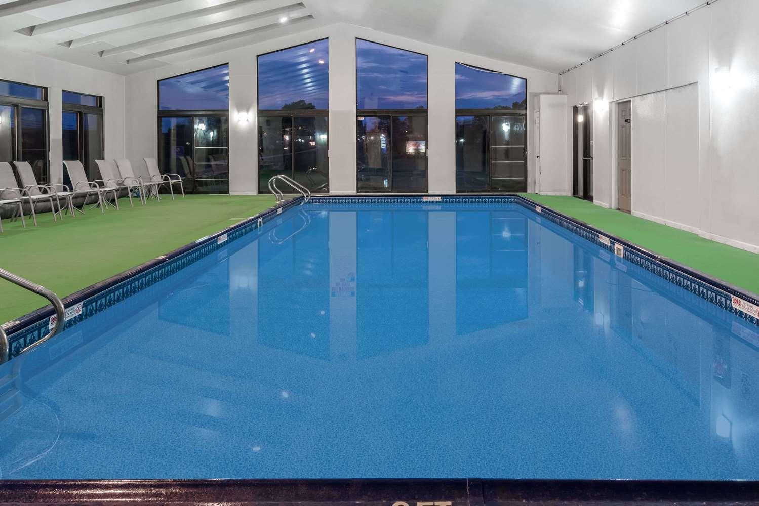 Pool - Travelodge Hershey