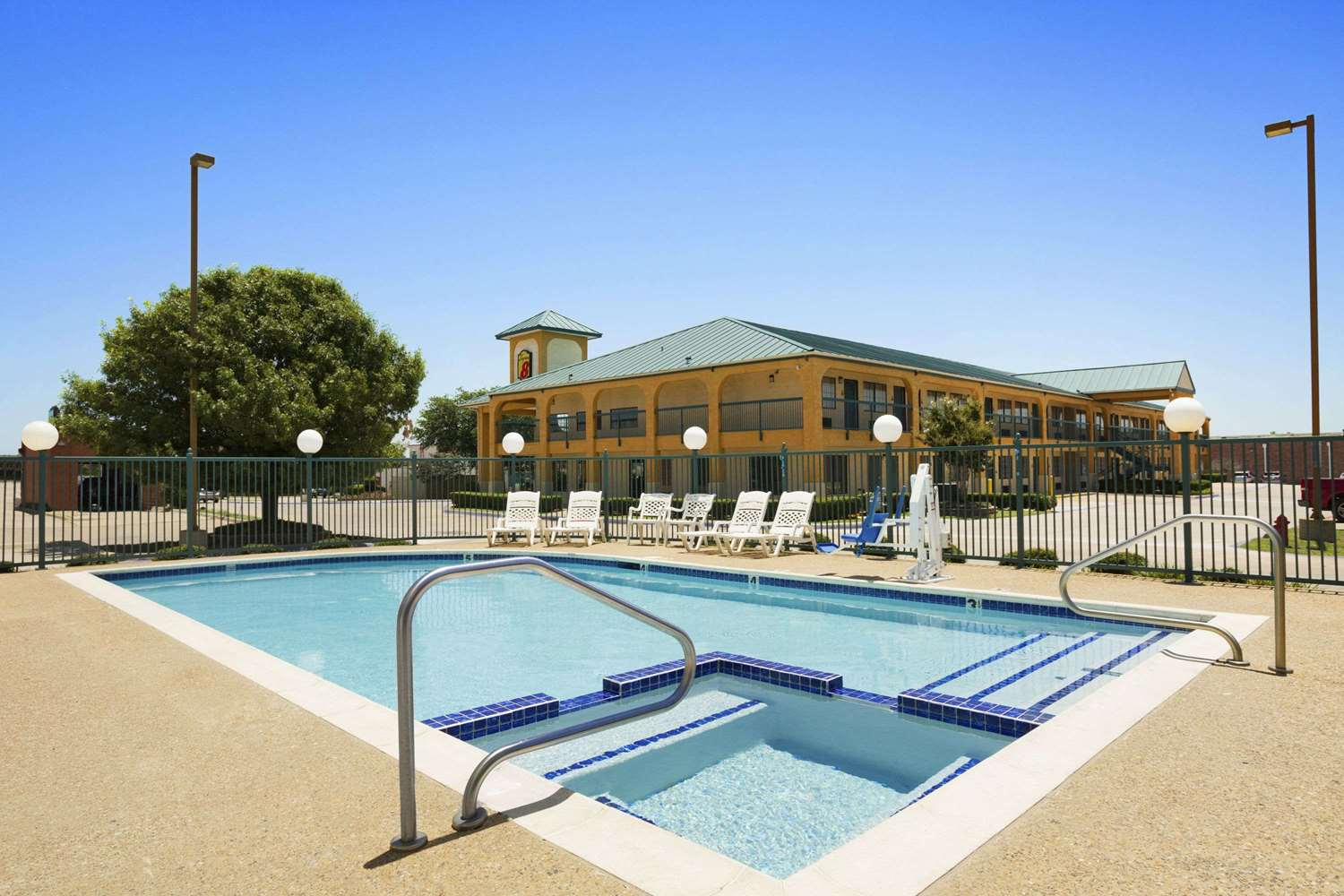 Pool - Super 8 Hotel Southwest Grand Prairie