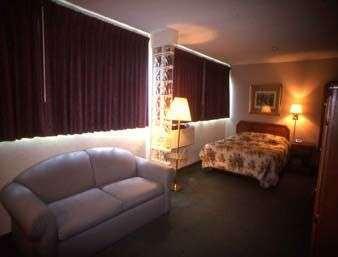 Room - Howard Johnson Inn Wheat Ridge