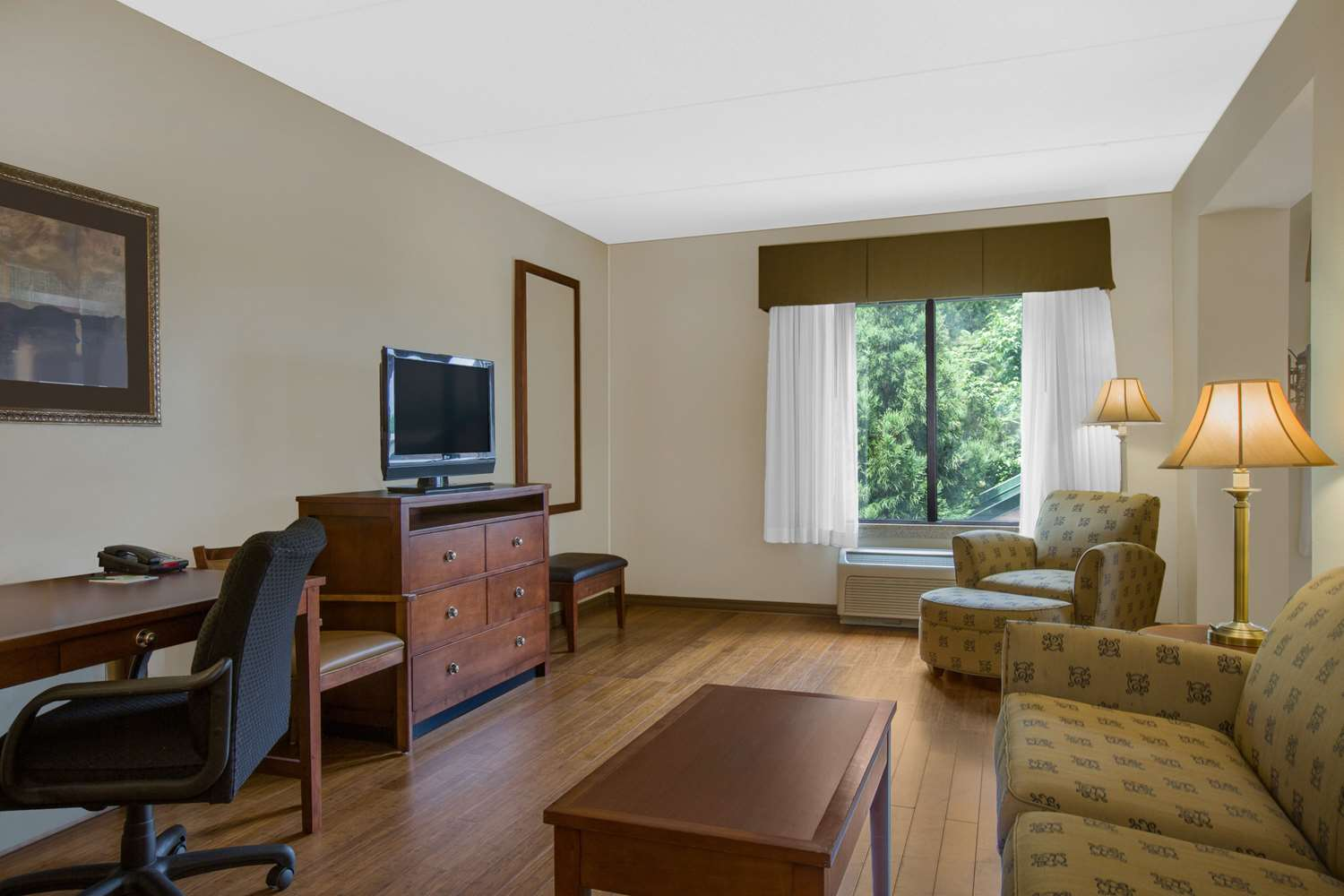 Suite - Wingate by Wyndham Hotel Tuscaloosa