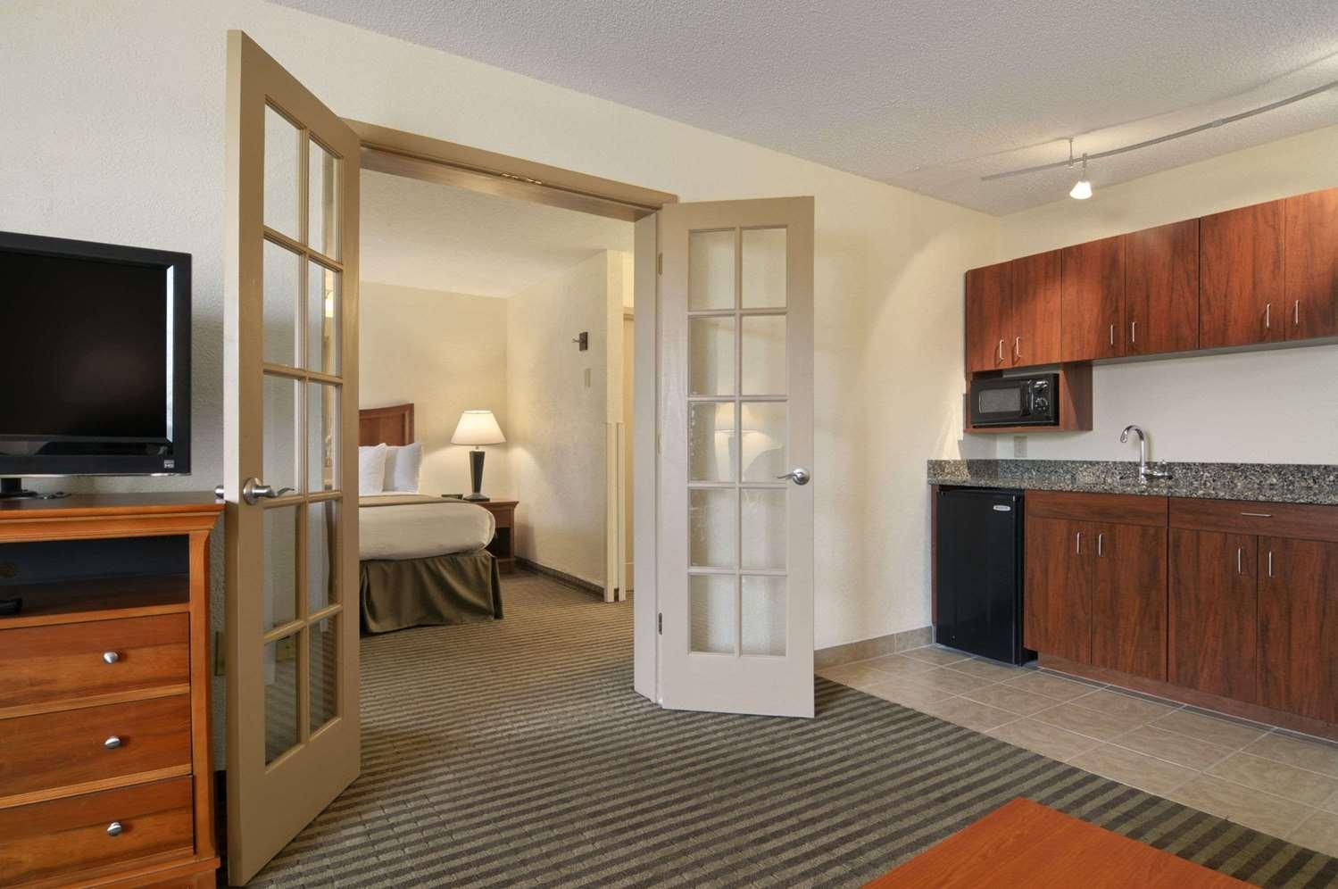 Suite - Baymont Inn & Suites Riverside Drive Macon