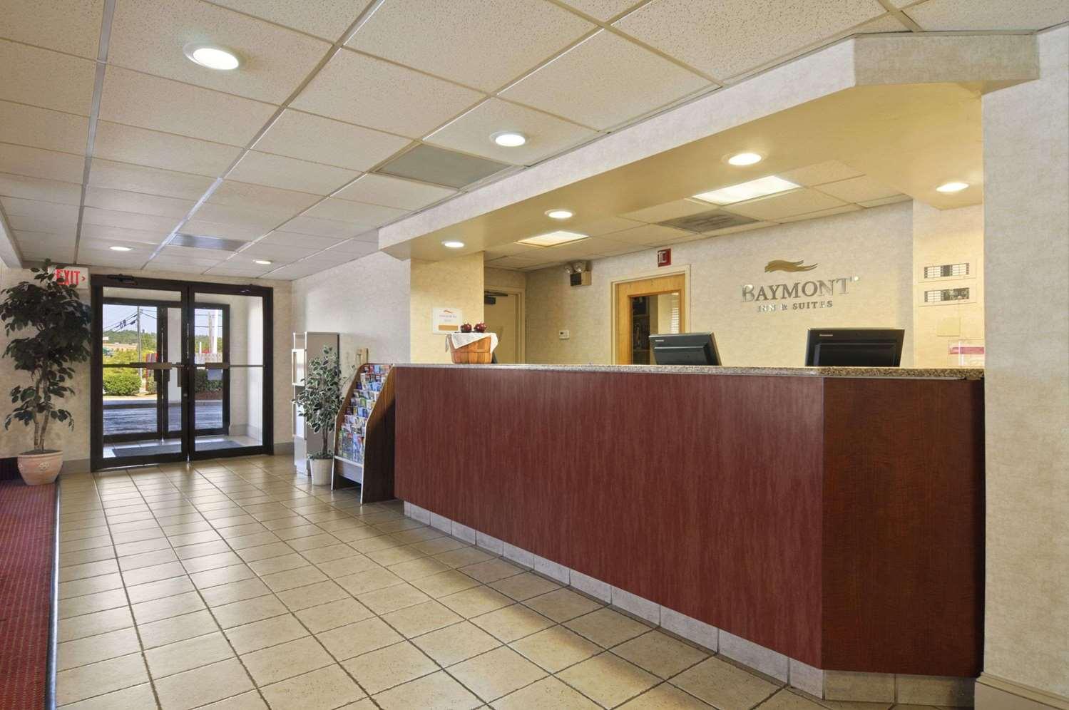 Lobby - Baymont Inn & Suites Riverside Drive Macon
