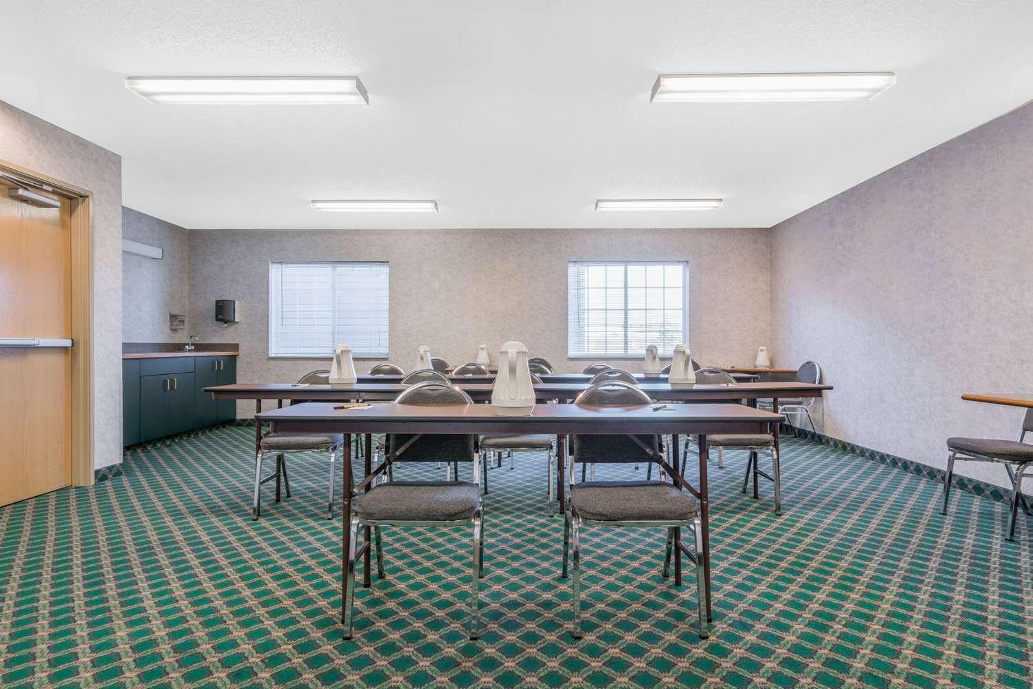 Meeting Facilities - Super 8 Hotel Fargo Airport
