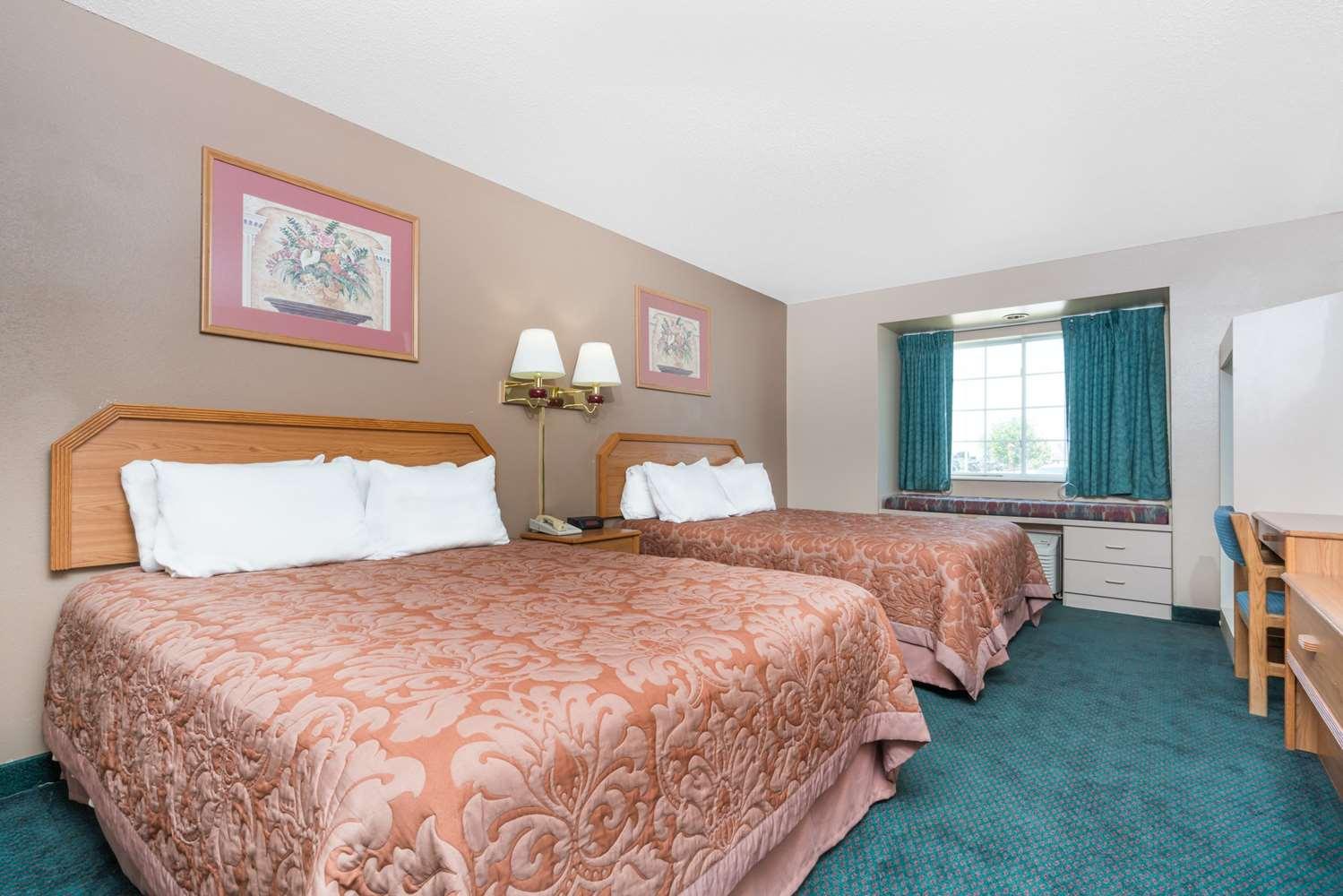 Room - Super 8 Hotel Fargo Airport