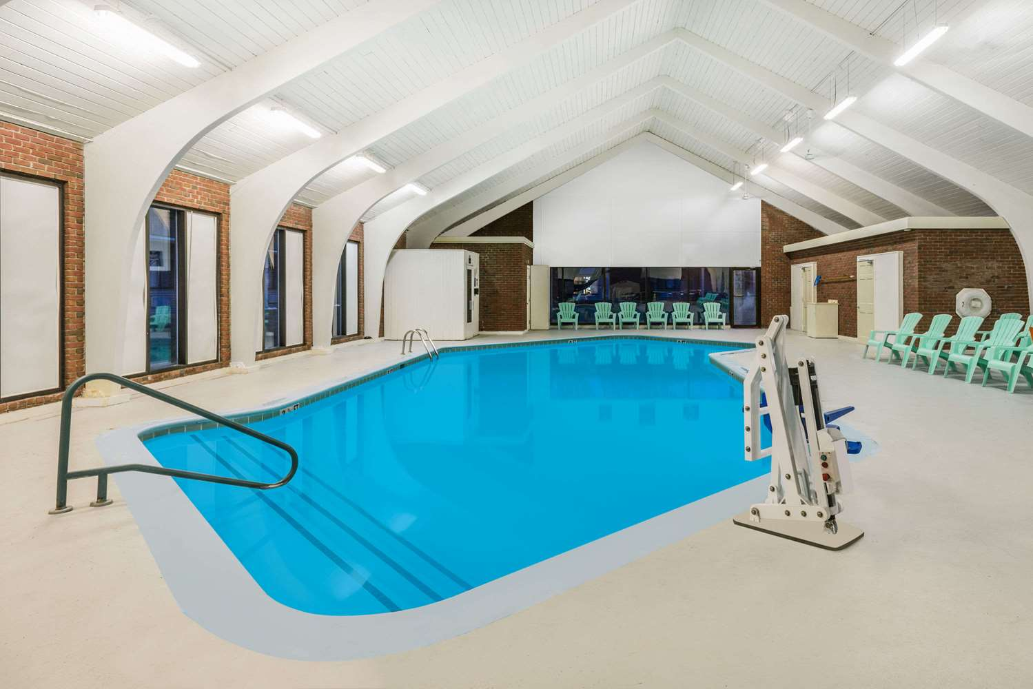 Pool - Days Inn Rutland