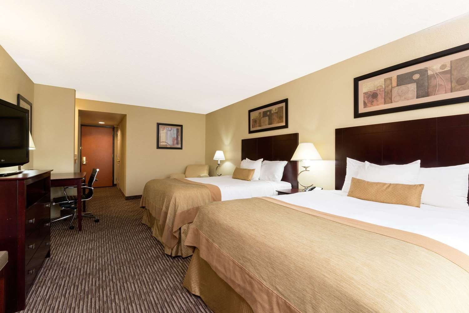 Room - Wingate by Wyndham Hotel Fairborn