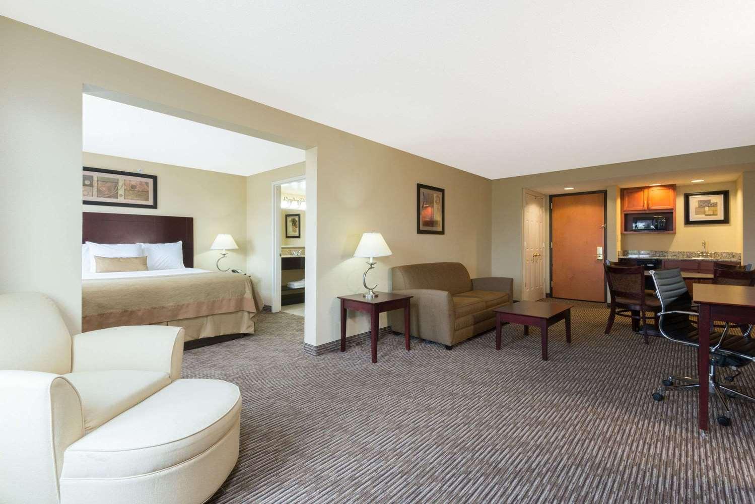 Suite - Wingate by Wyndham Hotel Fairborn