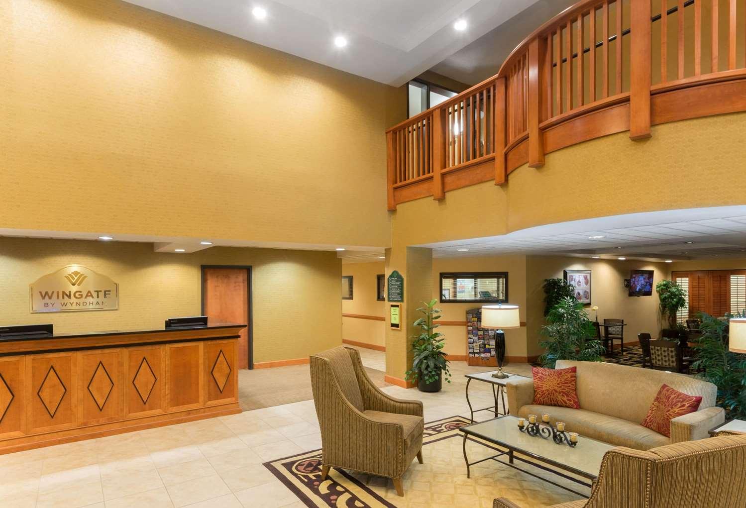 Lobby - Wingate by Wyndham Hotel Fairborn