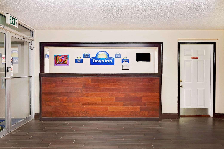Lobby - Days Inn Lafayette Airport