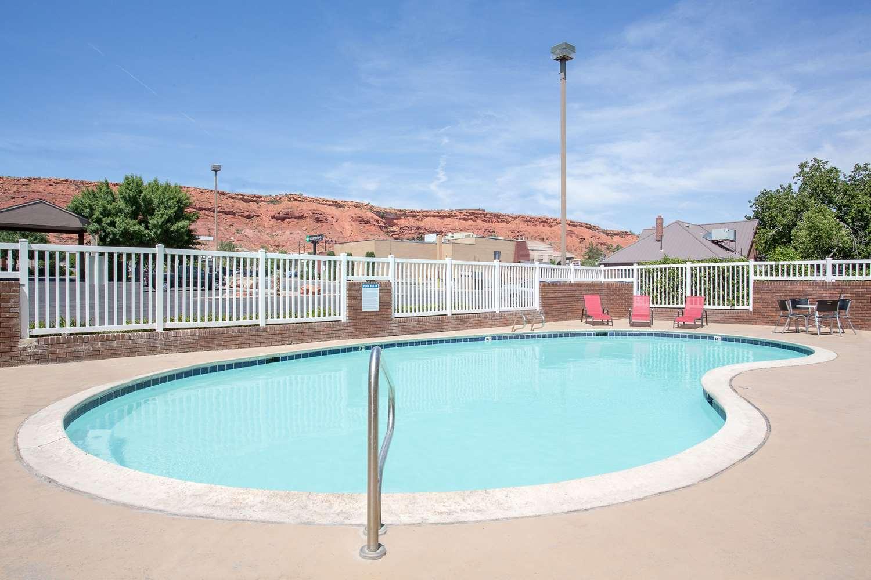 Pool - Super 8 Hotel St George