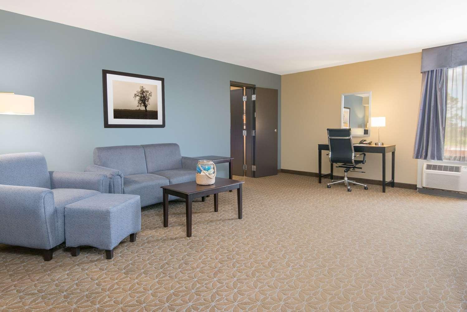 Suite - Wyndham Garden Hotel Texarkana
