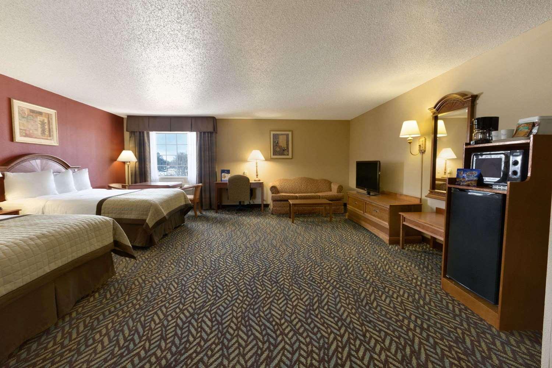 Baymont Inn & Suites Airport Oklahoma City, OK - See Discounts