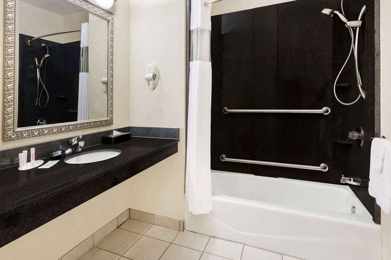 Room - Baymont Inn & Suites Henderson