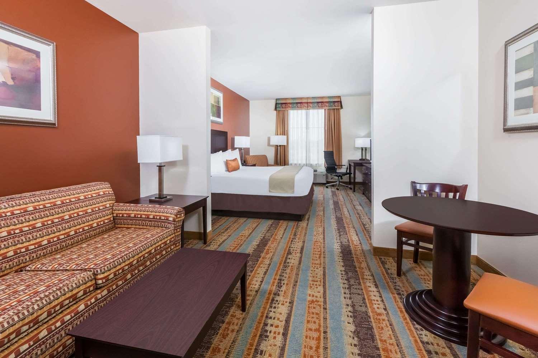 Suite - Baymont Inn & Suites Henderson